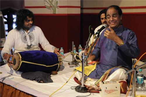 Carnatic singer performing in Mangalore