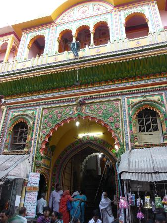 How to Reach Dwarkadheesh Temple in Mathura