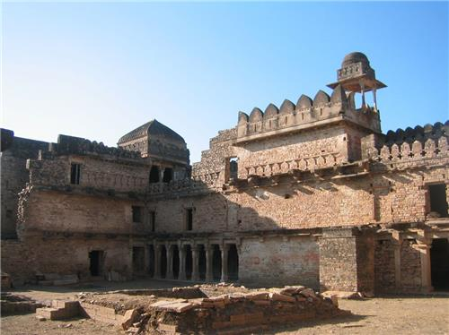 Old monuments and forts in Madhya Pradesh