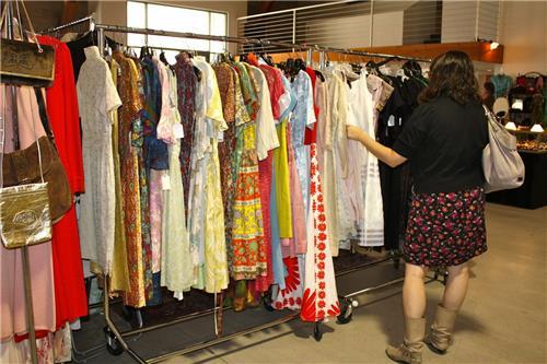 Garment Shops in Morena