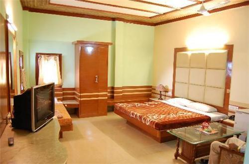 Flyover Classic in Patiala (Souce:http://www.tripadvisor.in/LocationPhotoDirectLink-g659325-d736677-i31750720-Hotel_Flyover_Classic-Patiala_Punjab.html#31750295)