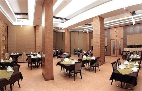 Restaurant in Eqbal Inn in Patiala