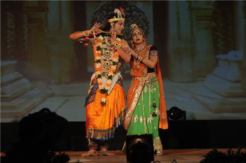 Hema Malini performing at Pune Festival