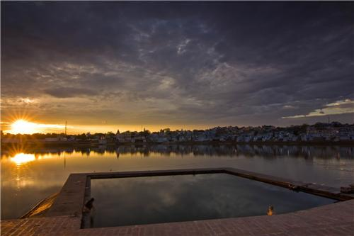 Sunset in Pushkar Lake in Rajasthan