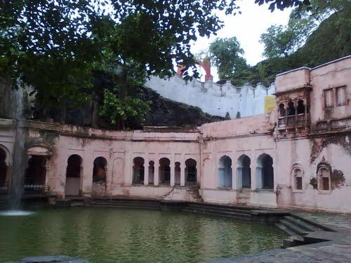 Tourist places near Ratlam