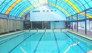 Country_club_swimming_pool