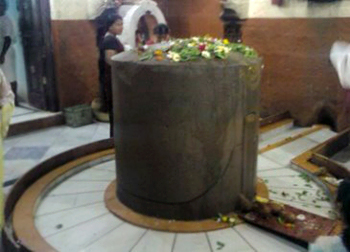 Shivlinga inside Kopineshwar Temple