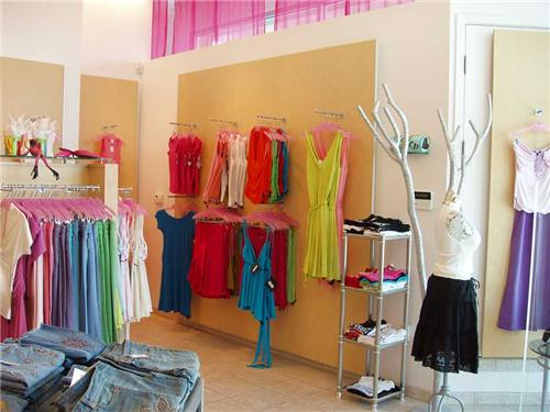 Designer boutiques in thane designer garment stores in thane for Interior designs of boutique shops