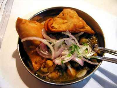 http://im.hunt.in/cg/thane/City-Guide/m1m-chhole-samosa.jpg