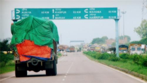 Transporters in Auraiya