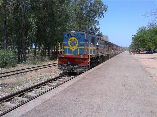 Train Junction towards Sahawar