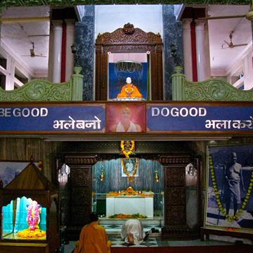 Shivananda Ashram in Muni Ki Reti