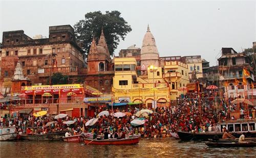 things to see Dashashwamedh Ghat