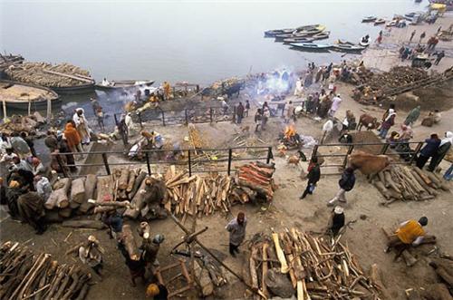 Creamtion ghat Varanasi