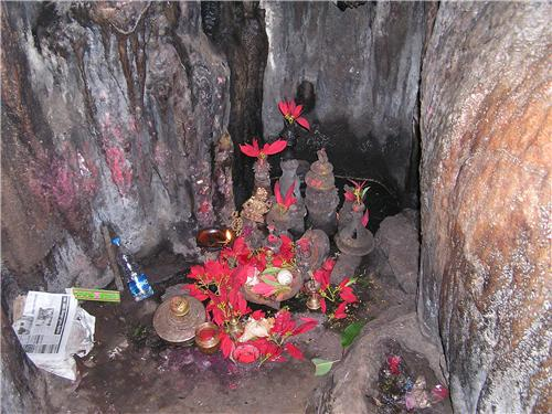 Lingam in Borra Caves