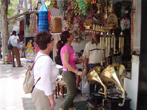Shopping markets in Bongaon