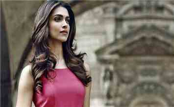 10 Amazing Things To Learn From B-Town Bee Deepika Padukone