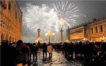 21 Amazing Images From Around The Globe On New Year