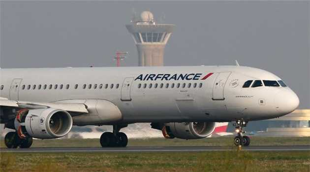 Air France jet escorted by US fighters after chemical weapons threat