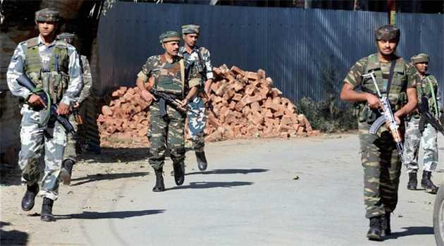 Soldier, Four Guerrillas Killed in Night-long Gunfight in Kashmir