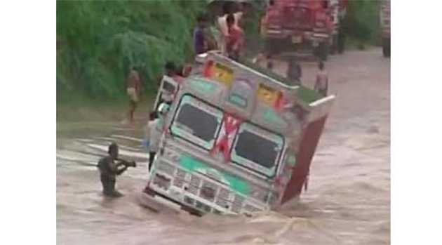 Rajasthan-Truck-stuck-in-river