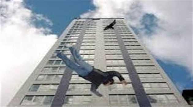 man-jumps-gurgaon