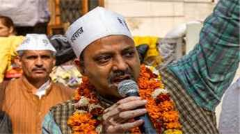 Dissident AAP leader Pankaj Pushkar protests against Delhi government
