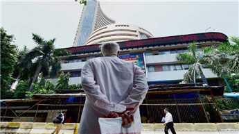 Caution over Q2 dents markets, Sensex down 117 points