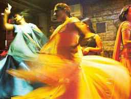 SC relaxes conditions for Maharashtra dance bars