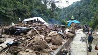 इंडोनेशिया में आकस्मिक बाढ़ के कारण 3 मरे