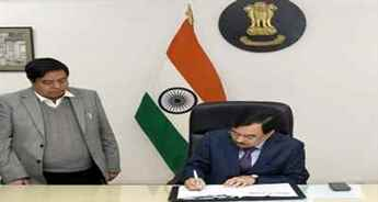 Sushil Chandra assumes charge as new Election Commissioner