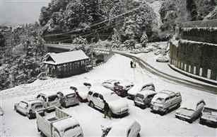 लद्दाख क्षेत्र में इस मौसम की सबसे भारी बर्फबारी