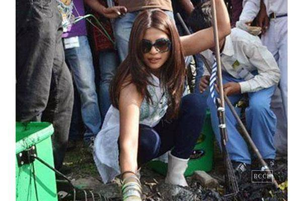 Priyanka-Chopra-takes-up-the-Swachch-Bharat-Abhiyaan