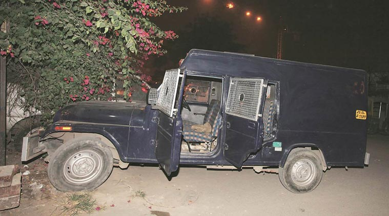 delhi-robbery-arrested-driver-27-11