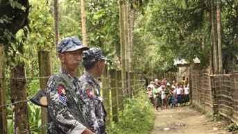 myanmar-troops-fire-warning-shots-21-09-17