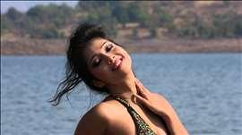 Lisa Sizzles In Swimsuit - Bikini Babes - Hot Photoshoot