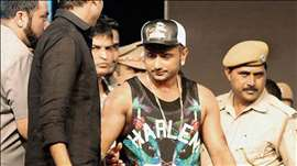 Yo Yo Honey Singh's Interrogation session turns into a PHOTOSHOOT