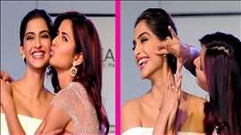 Katrina Kaif & Sonam Kapoor's HOT KISS at Loreal Paris Event | VIDEO