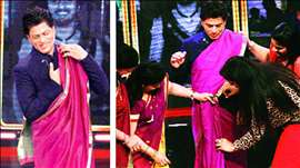 Shahrukh Khan drapes a SAREE on India Poochega Sabse Shaana Kaun