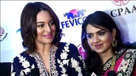Aamir Khan And Sonakshi Sinha At Caring Style Fashion Show