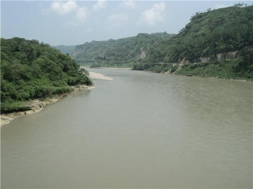 River Beas flows by Sujanpur Tira