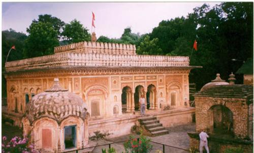 Narvedeshwar Temple at Sajanpur Tira