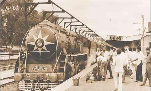 Trains in Jhansi