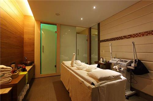 Smooth Ambiance and facilities at Zion Spa & Saloon in Ahmedabad