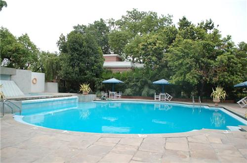 Hotel Allahabad Regency Swimming Pool