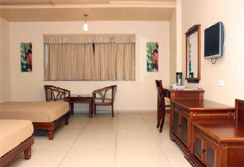 Golden Suites with average amenities at Hotel La Casa Inn in Anand