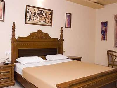 Equisite Stay with Lavish Amenities at Hotel La Casa Inn in Anand