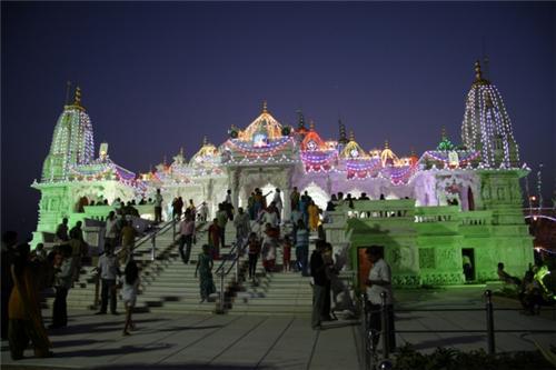 Swaminarayan Temple during evening