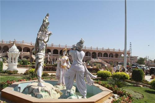Outside the Swaminarayan Temple in Bhuj