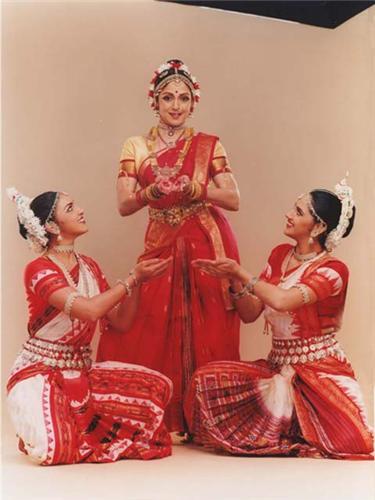Hema Malini performing Dance
